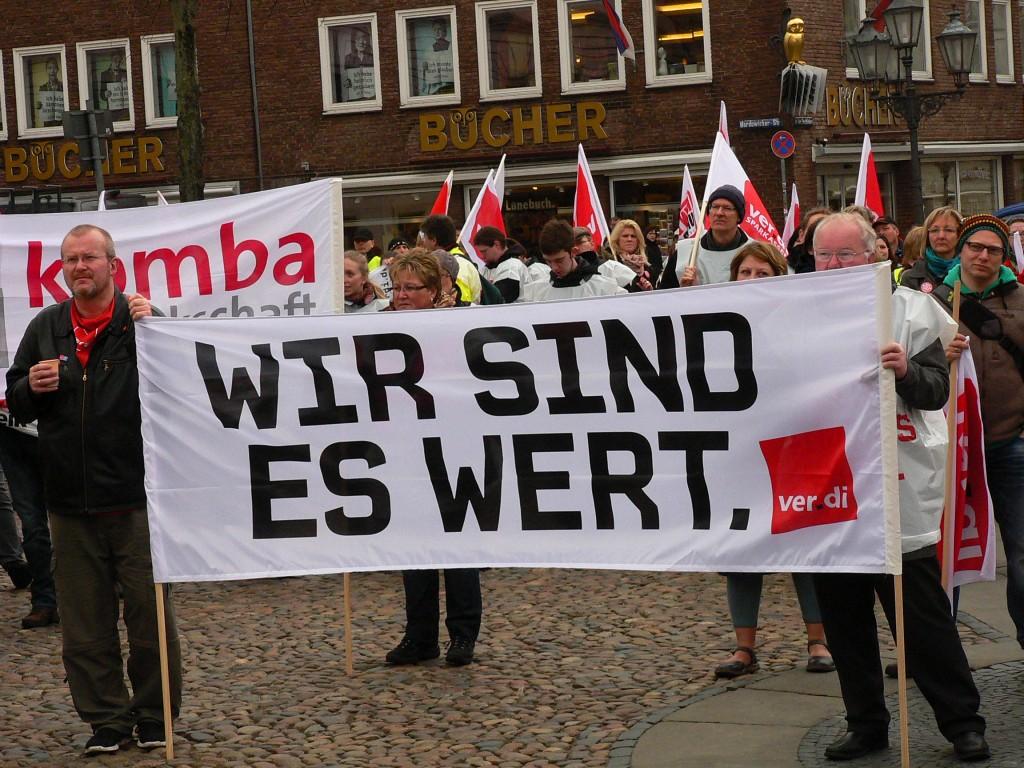 Warnstreik auf Lüneburger Marktplatz