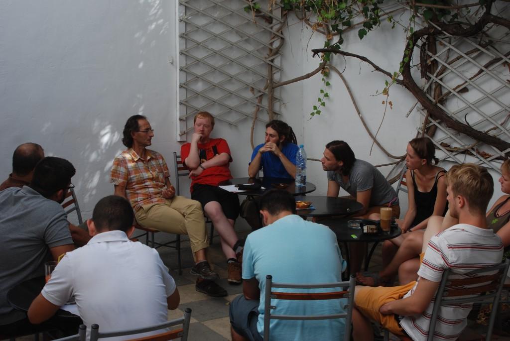Gruppe beim Treffen mit NGO: Flucht u. Asyl Zypern