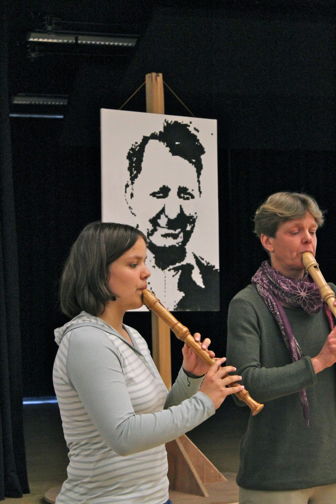 (© 2015 Georg Gunkel-Schwaderer) Musikalisches Rahmenprogramm durch die Flötistinnen Gesa und Stefanie Herzer