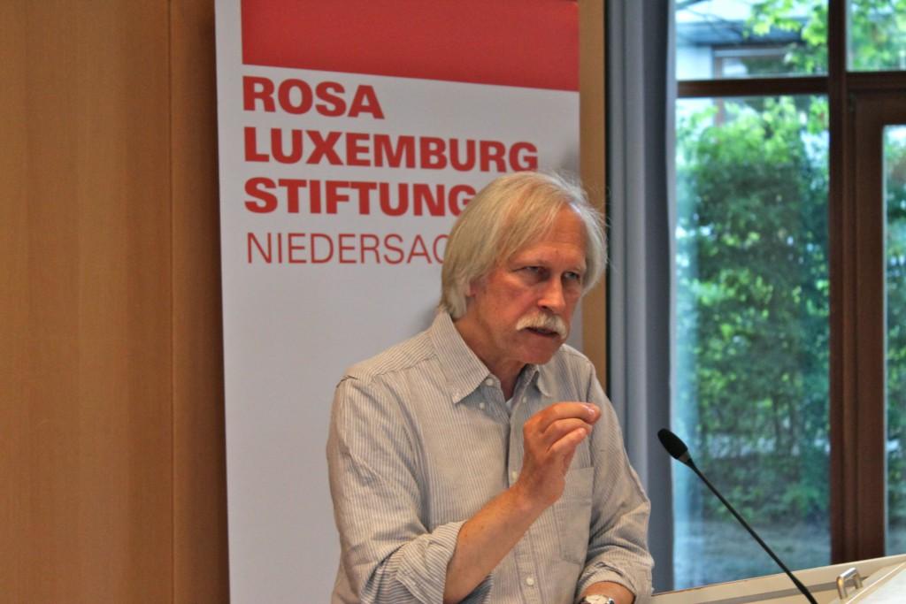 (© 2015 Georg Gunkel-Schwaderer) Der Rechtsanwalt und Publizist Rolf Gössner in Lüneburg