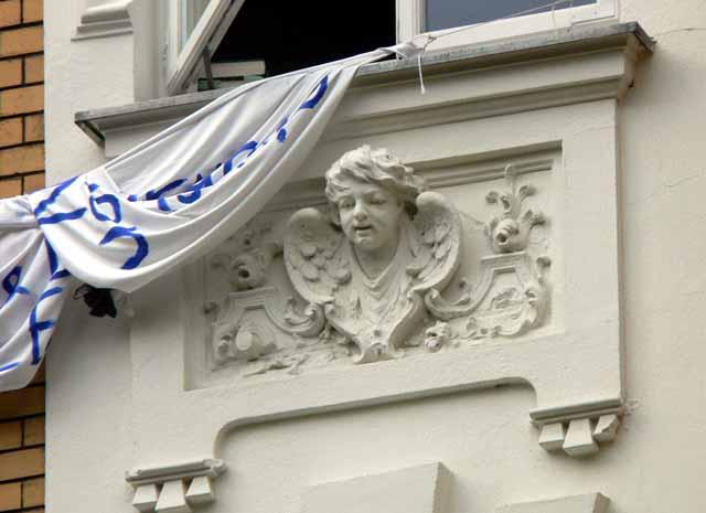 Büste am Haus Frommestraße 4